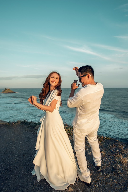 Đức Thịnh - Thanh Thúy tình tứ kỷ niệm 12 năm ngày cưới: Tình yêu là điều duy nhất gắn kết chúng tôi - Ảnh 8.