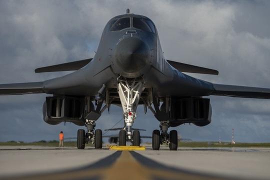 """Mỹ đưa """"quái vật ném bom"""" tới gần Trung Quốc - Ảnh 1."""