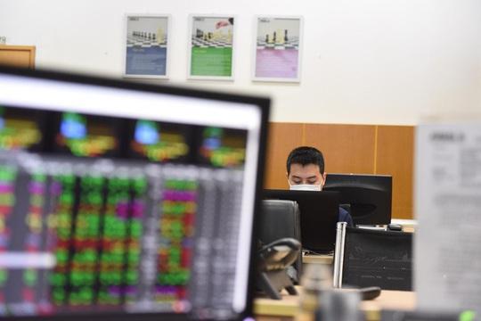Cổ phiếu giá thấp vẫn hấp dẫn đầu tư - Ảnh 1.