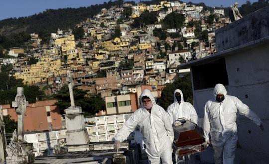 Covid-19: Brazil ghi nhận kỷ lục tử vong, Ý bị nghi thống kê sai - Ảnh 1.