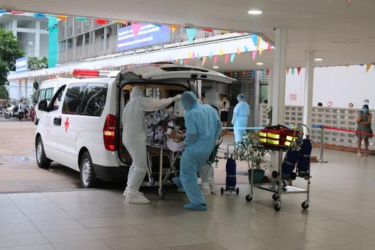 Bệnh viện Chợ Rẫy huy động toàn lực cứu chữa phi công người Anh mắc Covid-19 - Ảnh 1.