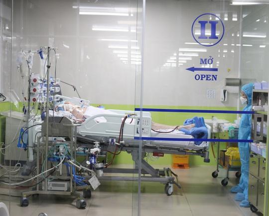 Diễn biến sức khỏe 4 bệnh nhân đang điều trị Covid-19 tại TP HCM - Ảnh 1.