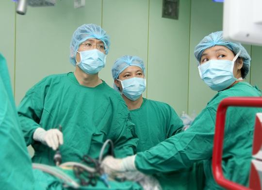 Đặt stent trong lòng stent để cứu người đàn ông bị bệnh viện trả về - Ảnh 1.