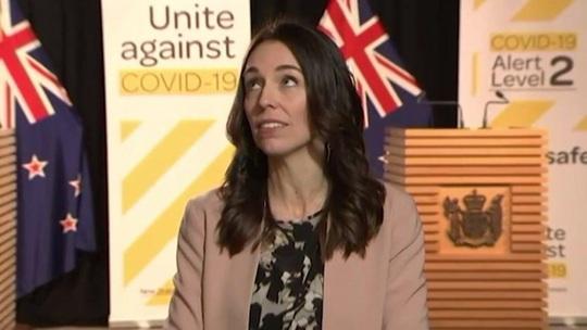 Thủ tướng New Zealand gặp động đất khi đang phỏng vấn trực tuyến - Ảnh 1.