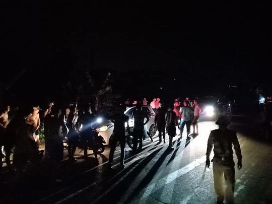 Khởi tố, bắt tạm giam tài xế hất chiến sĩ CSGT lên nắp capo phóng xe chạy - Ảnh 1.
