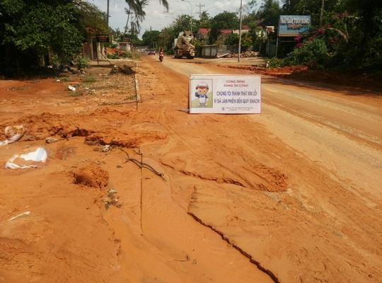 Bình Thuận: Bùn đỏ tràn ngập đường, nhà dân - Ảnh 4.