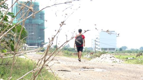 Chàng trai đi bộ hàng ngàn km để giúp đỡ trẻ em bất hạnh - Ảnh 2.