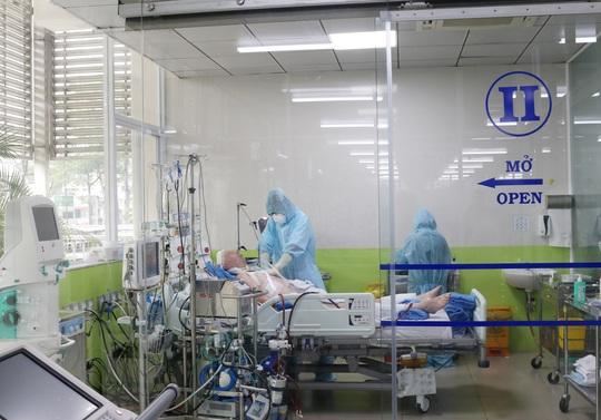 5 bệnh nhân điều trị Covid-19 ở TP HCM hiện ra sao? - Ảnh 1.
