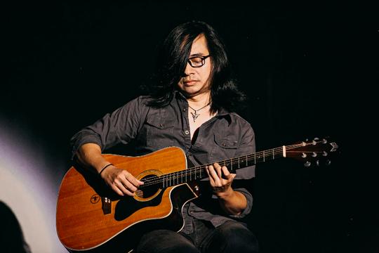 Tùng Dương chìm đắm trong bản ballad đẹp như mơ với cố nghệ sĩ Trần Lập - Ảnh 2.