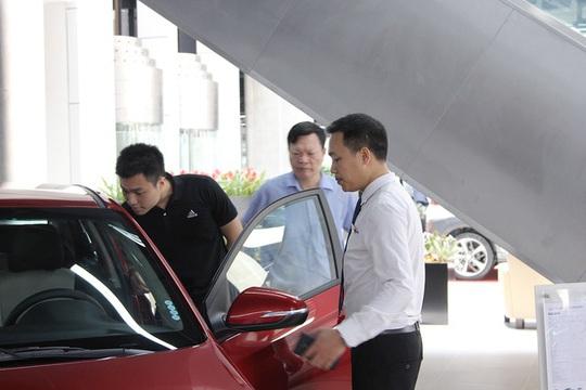 Ngược đời mua ôtô: Đặt nhiều tiền cọc nhưng không muốn nhận xe sớm - Ảnh 1.