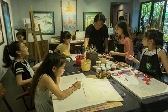 Vẽ lên cổ tích gây quỹ cho trẻ khiếm khuyết - Ảnh 3.