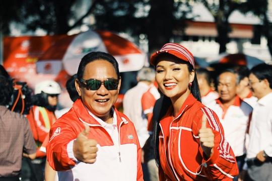Hoa hậu Hhen Niê náo động chặng đua Cúp Truyền hình - Ảnh 7.