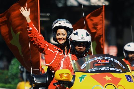 Hoa hậu Hhen Niê náo động chặng đua Cúp Truyền hình - Ảnh 6.