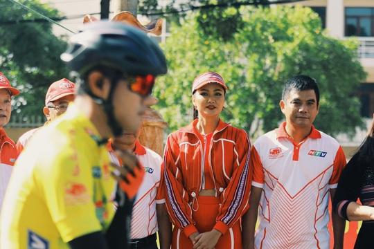 Hoa hậu Hhen Niê náo động chặng đua Cúp Truyền hình - Ảnh 5.