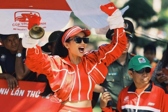 Hoa hậu Hhen Niê náo động chặng đua Cúp Truyền hình - Ảnh 4.