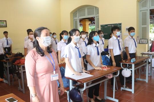 Học sinh khắp nơi háo hức trở lại trường - Ảnh 2.