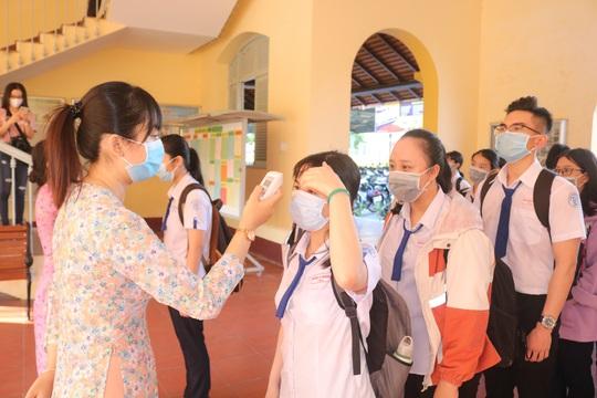 Học sinh khắp nơi háo hức trở lại trường - Ảnh 1.