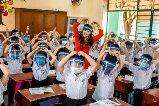 Học sinh Đà Nẵng trở lại trường học sau kỳ nghỉ dài do dịch Covid-19 - Ảnh 6.
