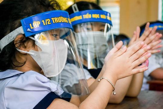 Học sinh Đà Nẵng trở lại trường học sau kỳ nghỉ dài do dịch Covid-19 - Ảnh 5.