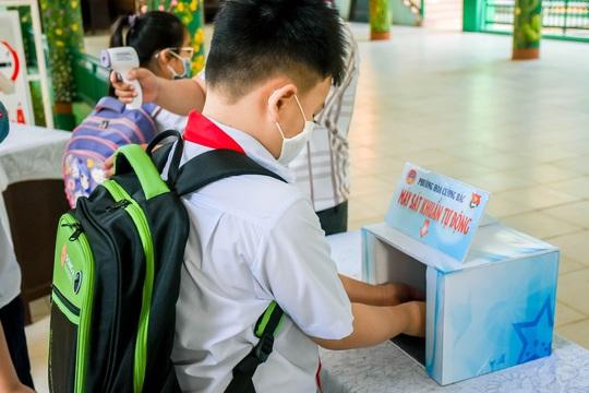 Học sinh Đà Nẵng trở lại trường học sau kỳ nghỉ dài do dịch Covid-19 - Ảnh 2.