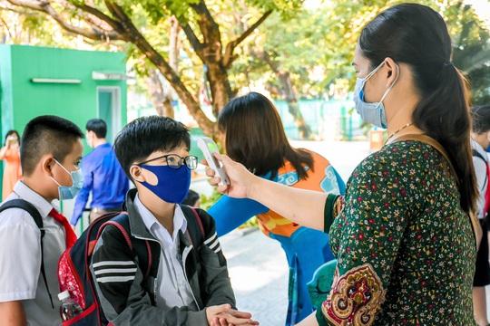 Học sinh Đà Nẵng trở lại trường học sau kỳ nghỉ dài do dịch Covid-19 - Ảnh 3.