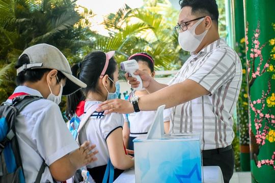 Học sinh Đà Nẵng trở lại trường học sau kỳ nghỉ dài do dịch Covid-19 - Ảnh 4.