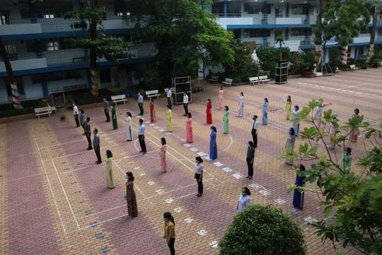 150.000 học sinh lớp 9, 12 của TP HCM náo nức trở lại trường - Ảnh 14.