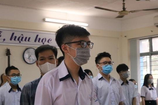 150.000 học sinh lớp 9, 12 của TP HCM náo nức trở lại trường - Ảnh 15.