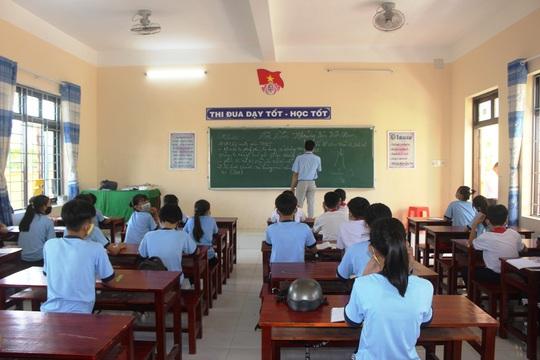 Học sinh khắp nơi háo hức trở lại trường - Ảnh 7.