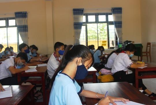 Học sinh khắp nơi háo hức trở lại trường - Ảnh 8.
