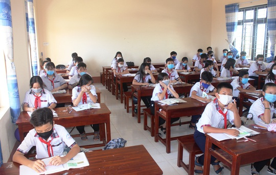 Học sinh khắp nơi háo hức trở lại trường - Ảnh 10.