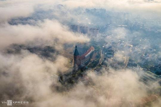Sương giăng phố núi - Ảnh 2.