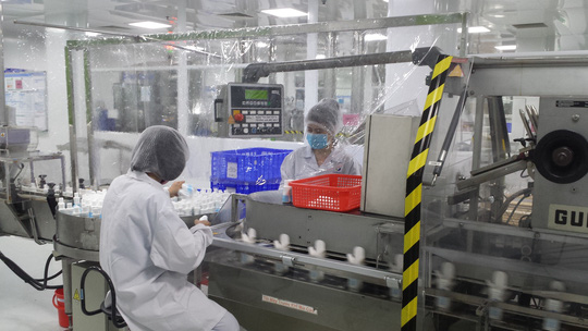 Nỗ lực làm việc trong mùa dịch Covid-19, công nhân Công ty CP Sanofi được thưởng 15% lương - Ảnh 1.