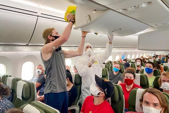 Sắp có chuyến bay Bamboo Airways đưa công dân Anh và EU rời Việt Nam - Ảnh 1.