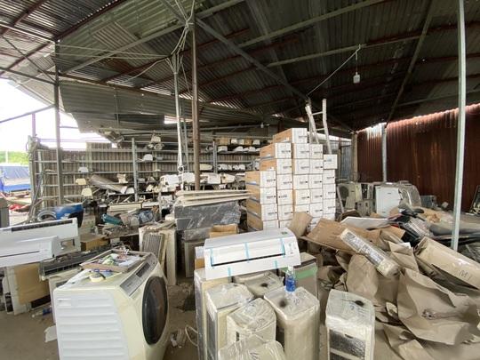 Đánh úp kho hàng điện lạnh nhập lậu quy mô lớn tại TP HCM - Ảnh 1.
