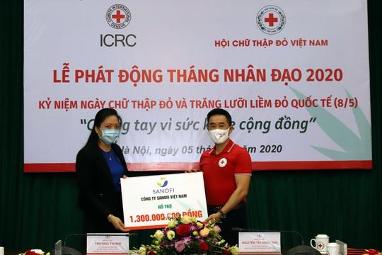 Sanofi Việt Nam quyên góp 1,3 tỉ đồng hỗ trợ người dân ĐBSCL bị ảnh hưởng bởi hạn mặn và phòng, chống dịch Covid-19 - Ảnh 1.