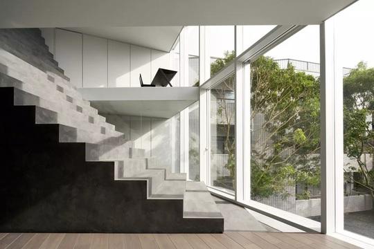 Ngôi nhà ấn tượng với cầu thang xuyên từ ngoài vào trong - Ảnh 3.