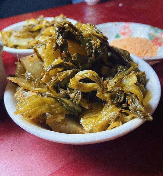 Về Ninh Bình thưởng thức trứng vịt lộn nướng cực kỳ ngon, bổ rẻ - Ảnh 3.