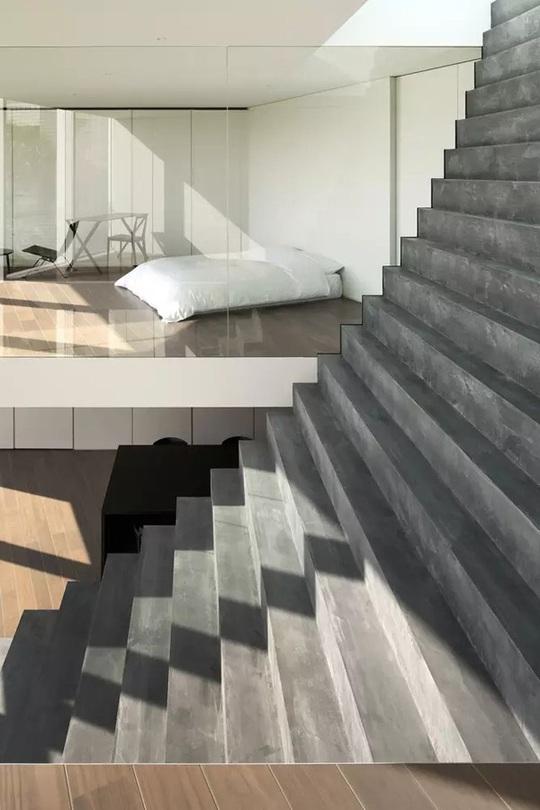 Ngôi nhà ấn tượng với cầu thang xuyên từ ngoài vào trong - Ảnh 4.