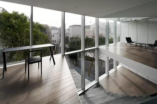 Ngôi nhà ấn tượng với cầu thang xuyên từ ngoài vào trong - Ảnh 5.
