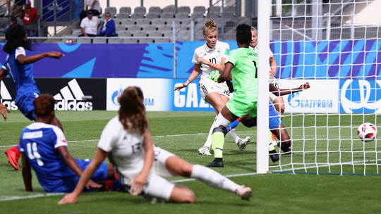 Chủ tịch Liên đoàn bóng đá cưỡng bức tình dục nữ cầu thủ - Ảnh 4.