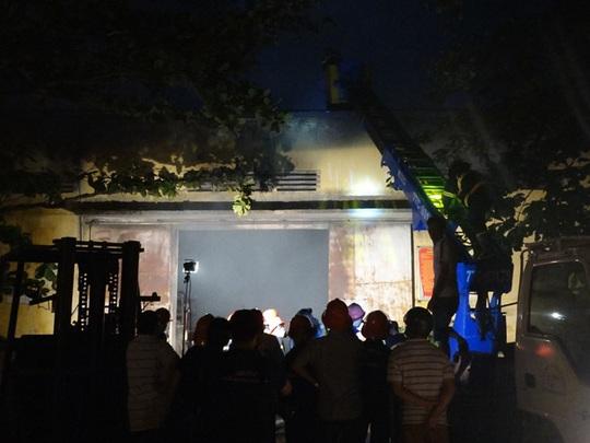 Cháy kho vật tư Điện lực Bình Định, thiệt hại hàng tỉ đồng - Ảnh 1.