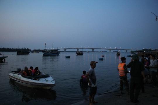 Vụ lật thuyền ở Quảng Nam: Người nhà khóc cạn nước mắt - Ảnh 13.