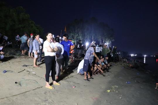 Vụ lật thuyền ở Quảng Nam: Người nhà khóc cạn nước mắt - Ảnh 20.