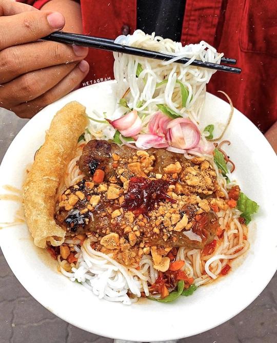Bún nem nướng và loạt bún nguội trứ danh ở Việt Nam - Ảnh 1.