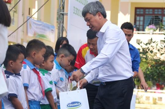Phó Chủ tịch nước đem niềm vui cho trẻ em Quảng Nam nhân ngày Tết thiếu nhi - Ảnh 4.