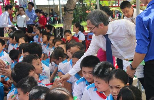 Phó Chủ tịch nước đem niềm vui cho trẻ em Quảng Nam nhân ngày Tết thiếu nhi - Ảnh 8.