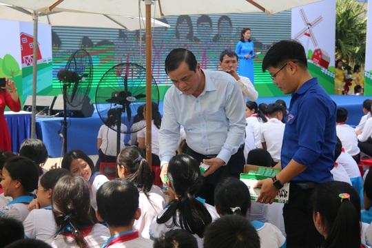Phó Chủ tịch nước đem niềm vui cho trẻ em Quảng Nam nhân ngày Tết thiếu nhi - Ảnh 7.