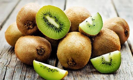 Những loại trái cây và rau quả không nên gọt vỏ khi ăn - Ảnh 1.