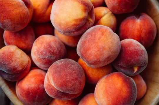 Những loại trái cây và rau quả không nên gọt vỏ khi ăn - Ảnh 2.